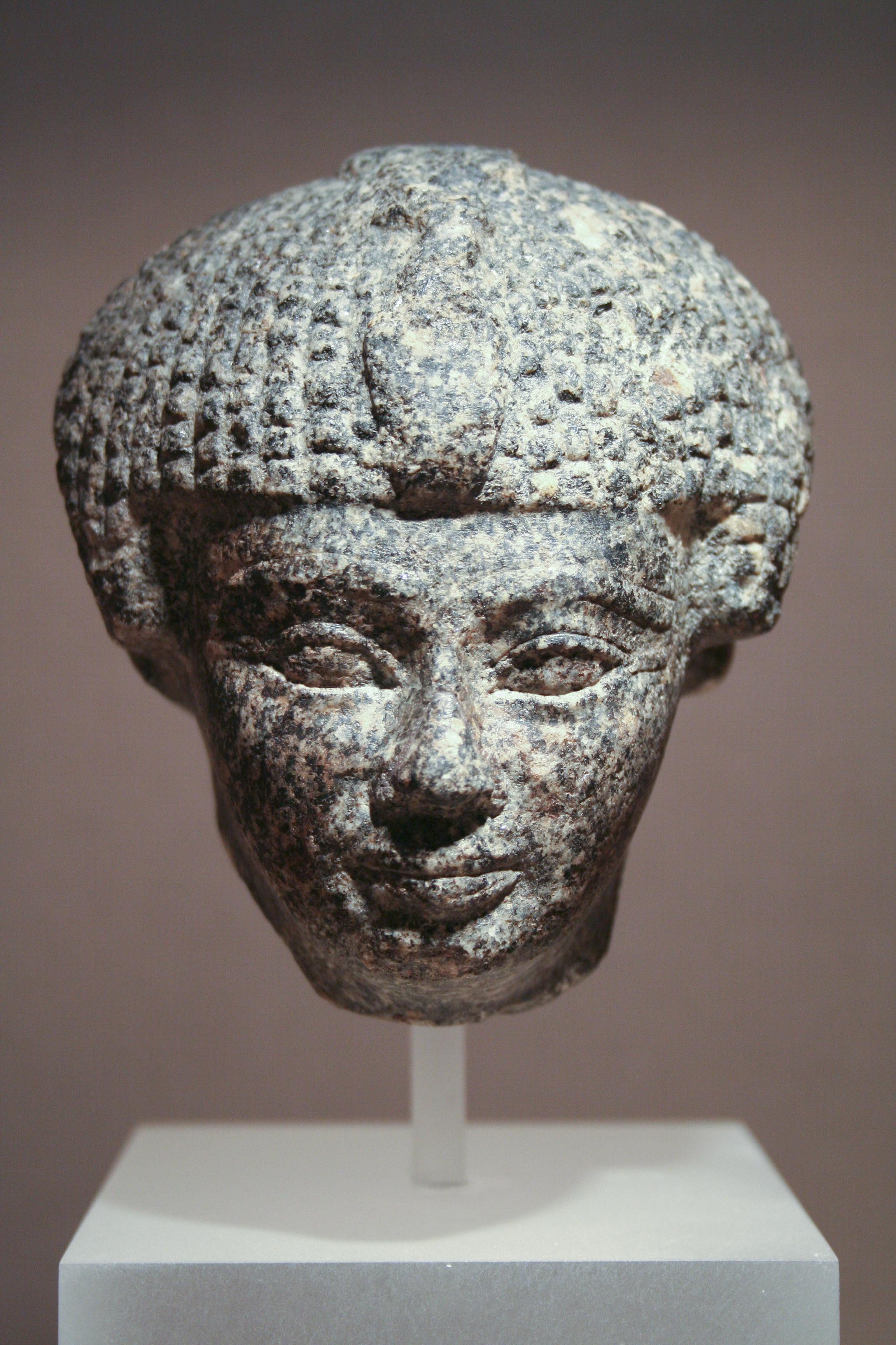 Datovania mladší egyptský muž