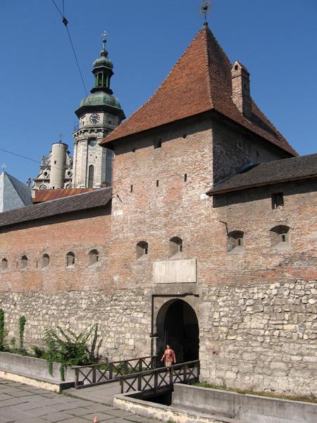 Hlyniany Gate