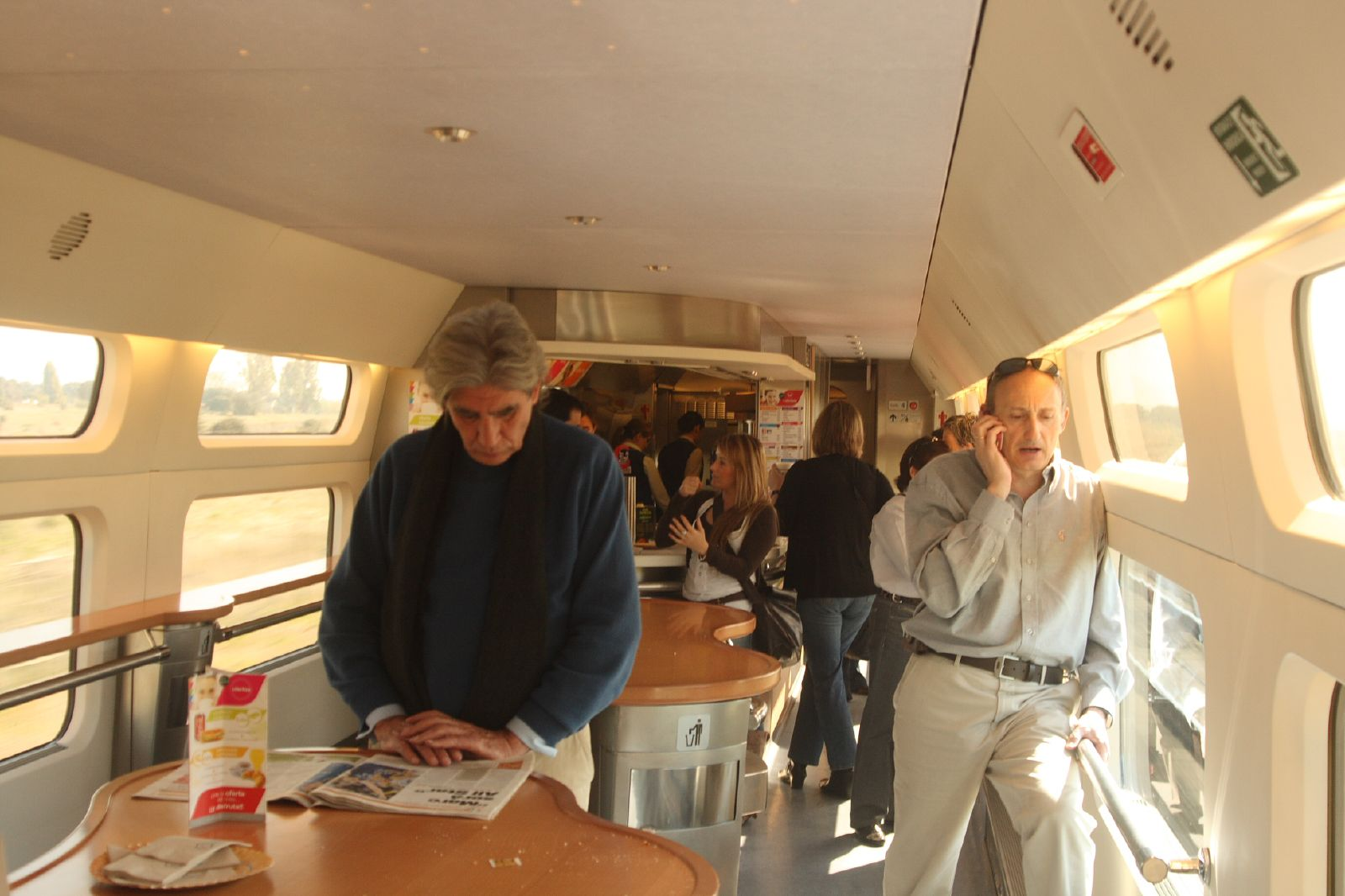 File 100 renfe ave coche cafeteria matthew for Ave hotel barcelona madrid