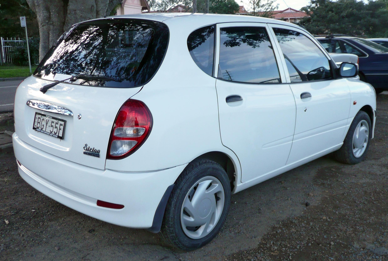 File:2002-2005 Daihatsu Sirion (M100RS) hatchback 02.jpg