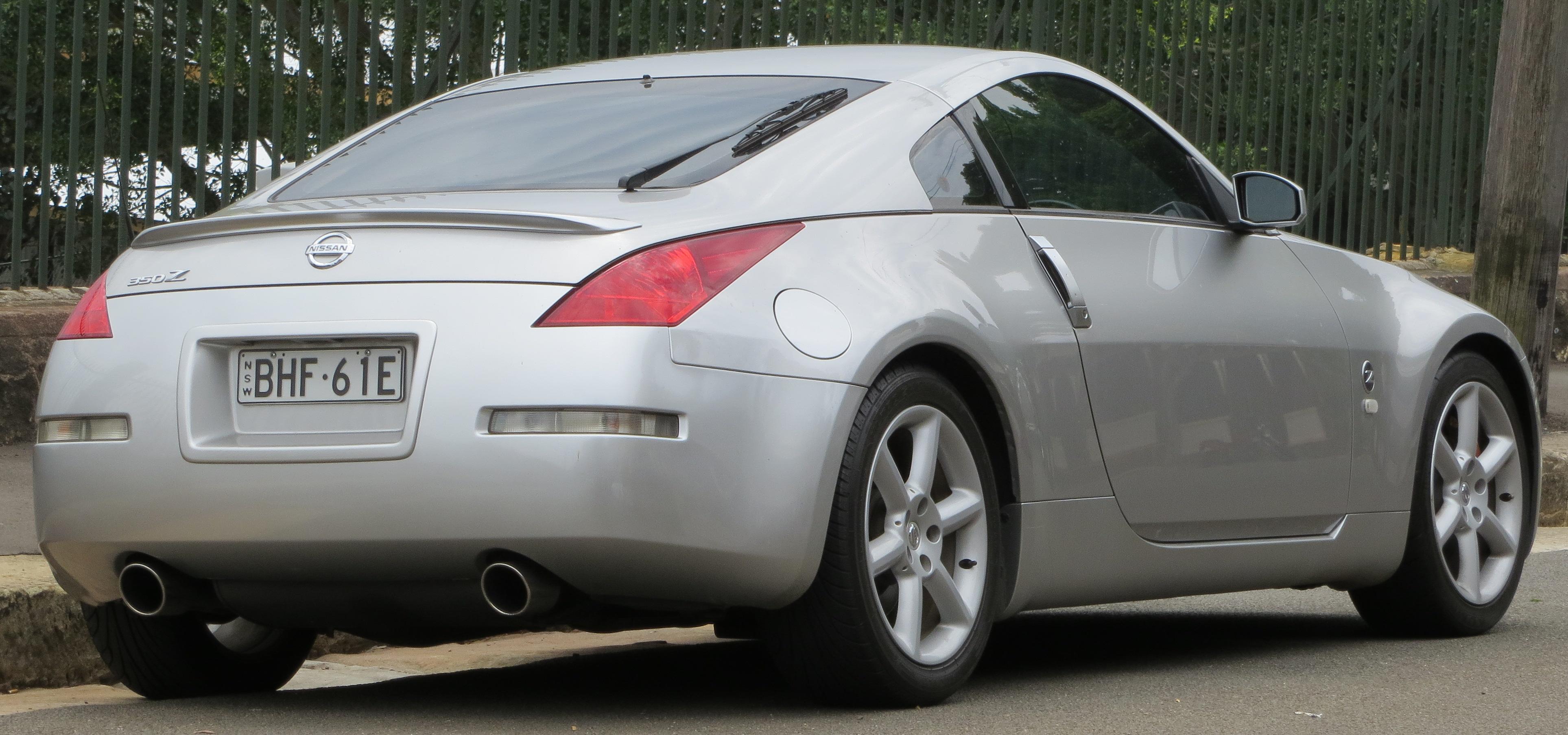 File:2003 Nissan 350Z (Z33) Track coupe (2012-10-26).jpg - Wikimedia
