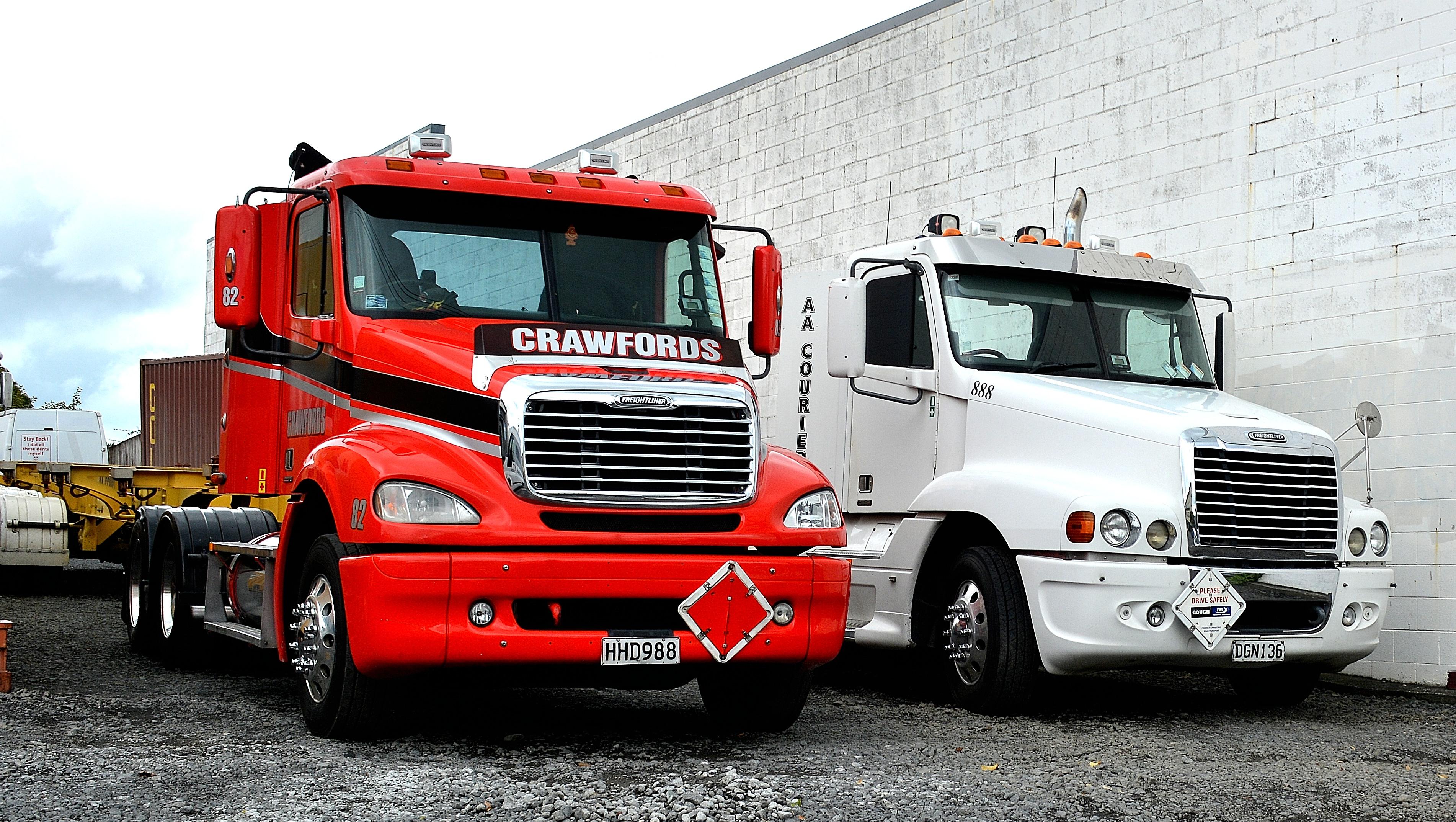 File:2006 Freightliner Century & 2005 Freightliner Columbia