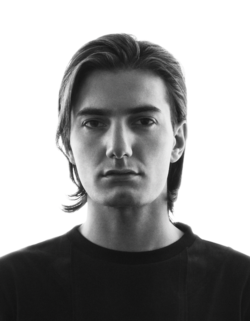The 27-year old son of father (?) and mother(?) Alesso in 2018 photo. Alesso earned a  million dollar salary - leaving the net worth at 7 million in 2018