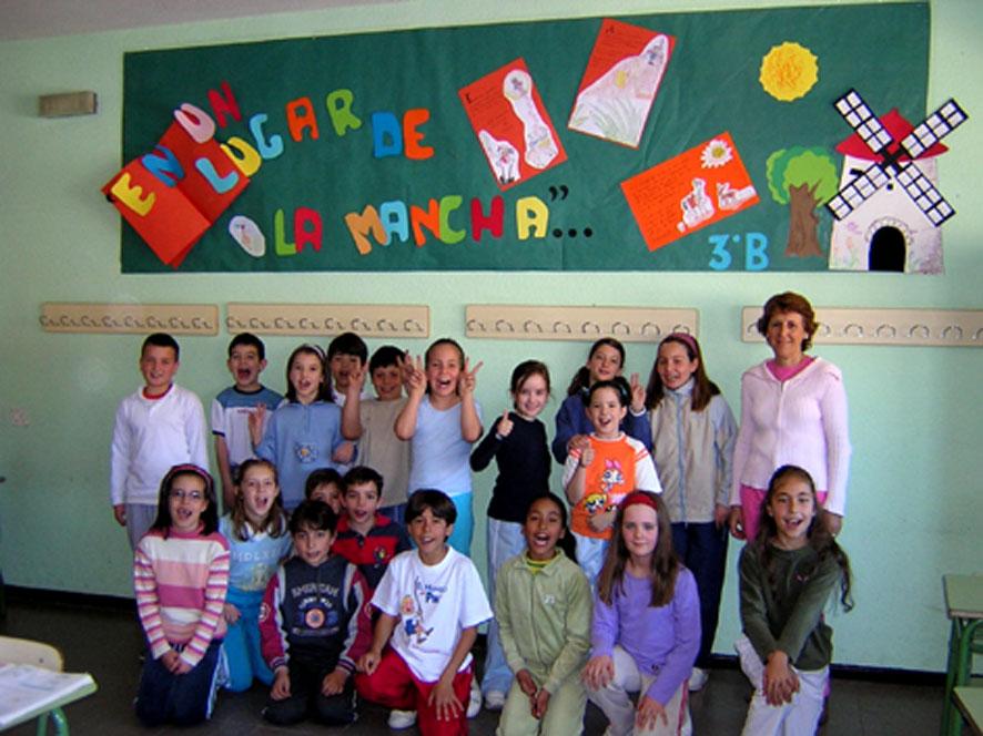 File alumnos de un colegio de wikimedia commons for Cementerio jardin de alcala de henares