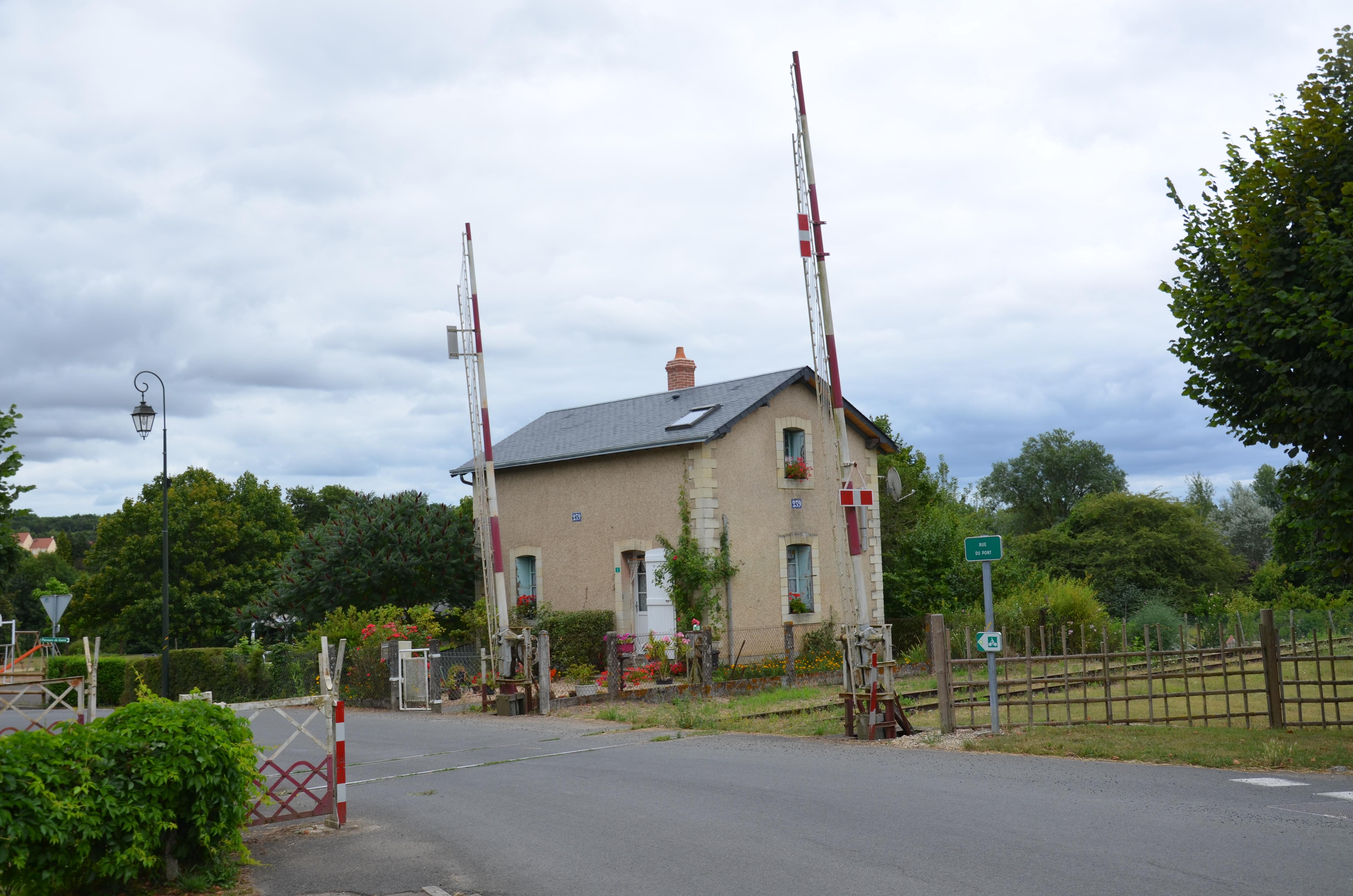 File ancienne maison de garde barri re bossay sur claise for Ancienne maison des gardes