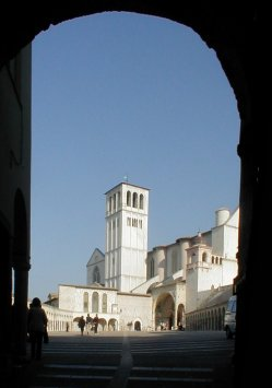 Assisi cathedral arch.JPG