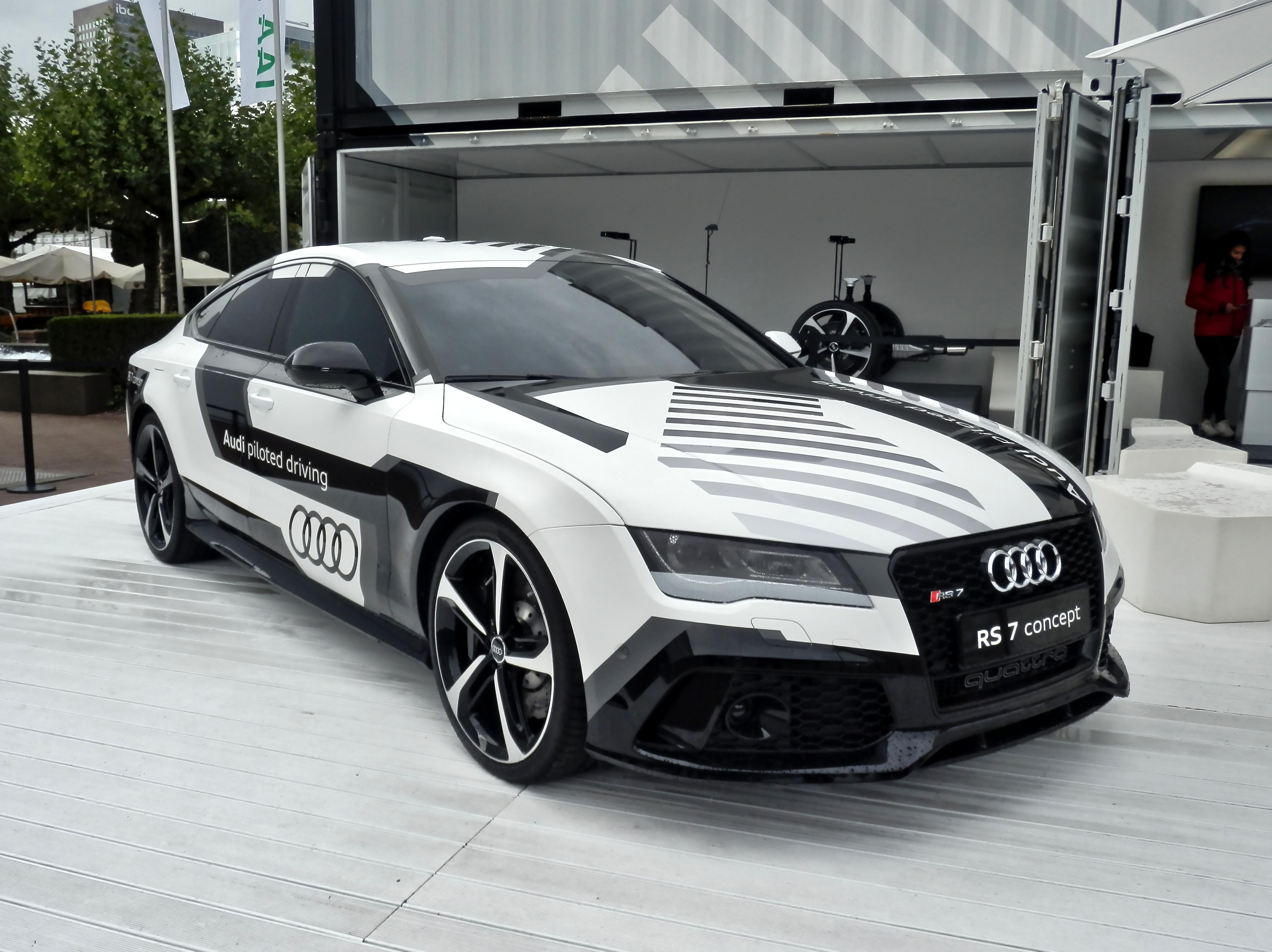 Kelebihan Audi Rs7 2015 Spesifikasi