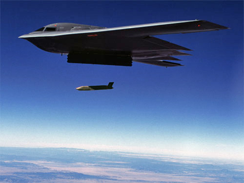 http://upload.wikimedia.org/wikipedia/commons/2/2f/B-2_launch_jassm.jpg