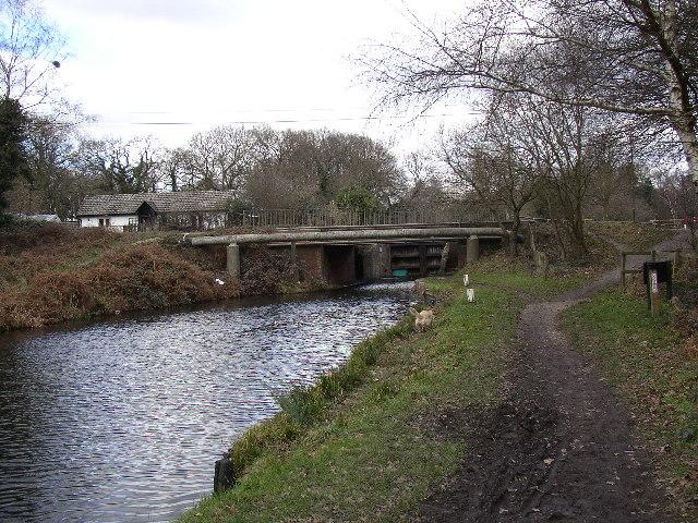 Basingstoke Canal, approaching Ash Lock, Aldershot - geograph.org.uk - 115894