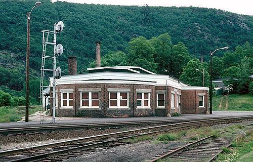 File:Bellows Falls station, June 1978.jpg