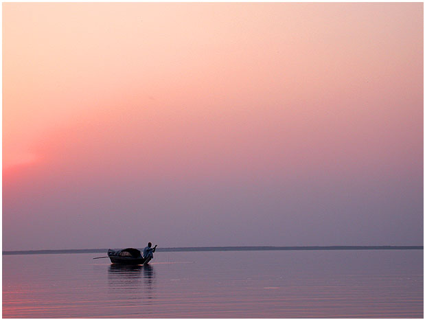 Vaizdas:Boat on Jamuna River.jpg