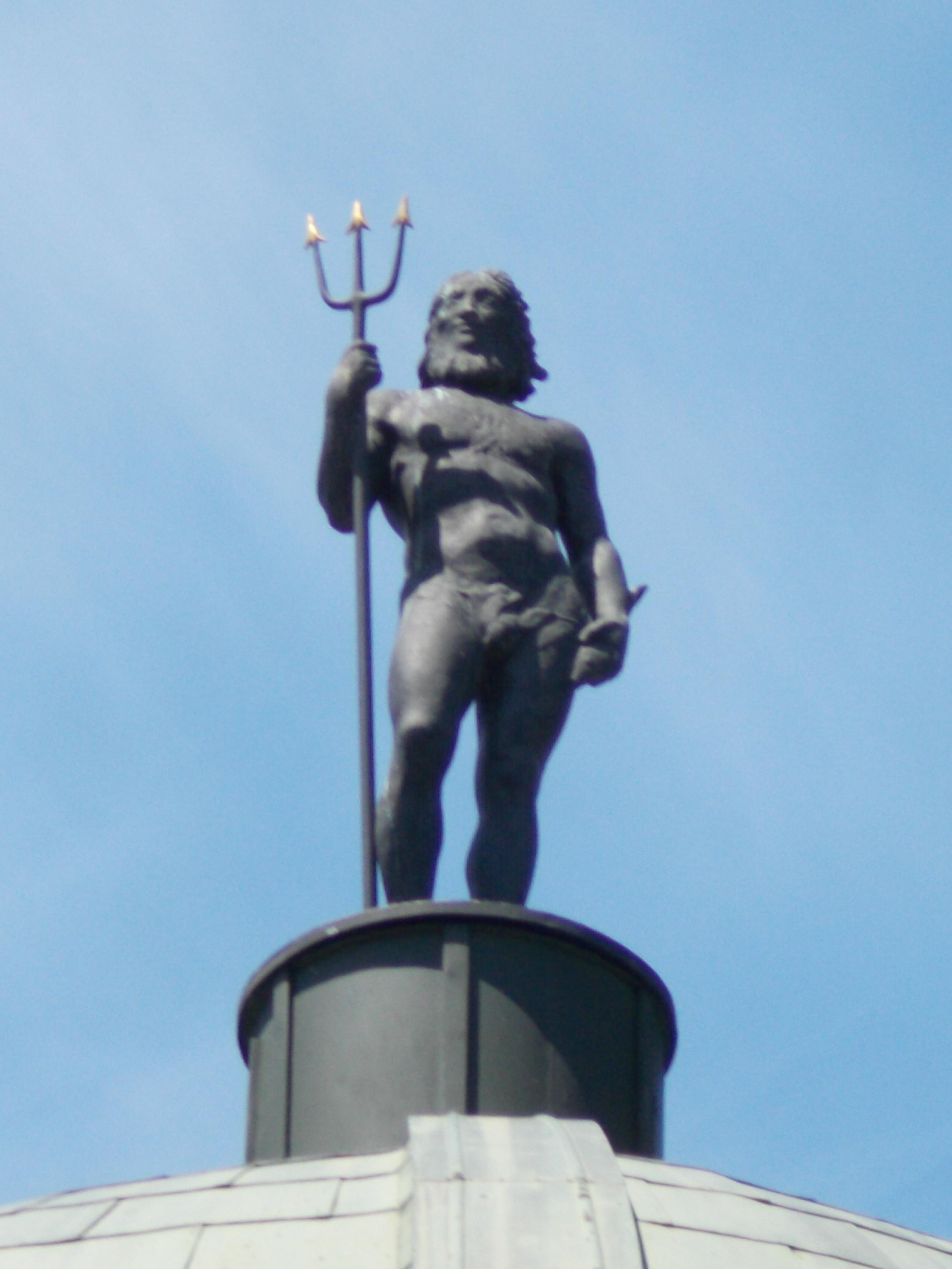 File:Bodor Musical Fountain. Bronze Neptune statue with a ...