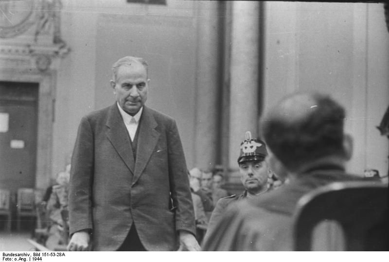Bundesarchiv_Bild_151-53-28A%2C_Volksgerichtshof%2C_Carl_Wentzel.jpg