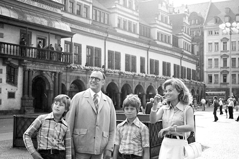 Helmut Kohl mit seiner Frau Hannelore und den beiden Söhnen 1975 in Leipzig.