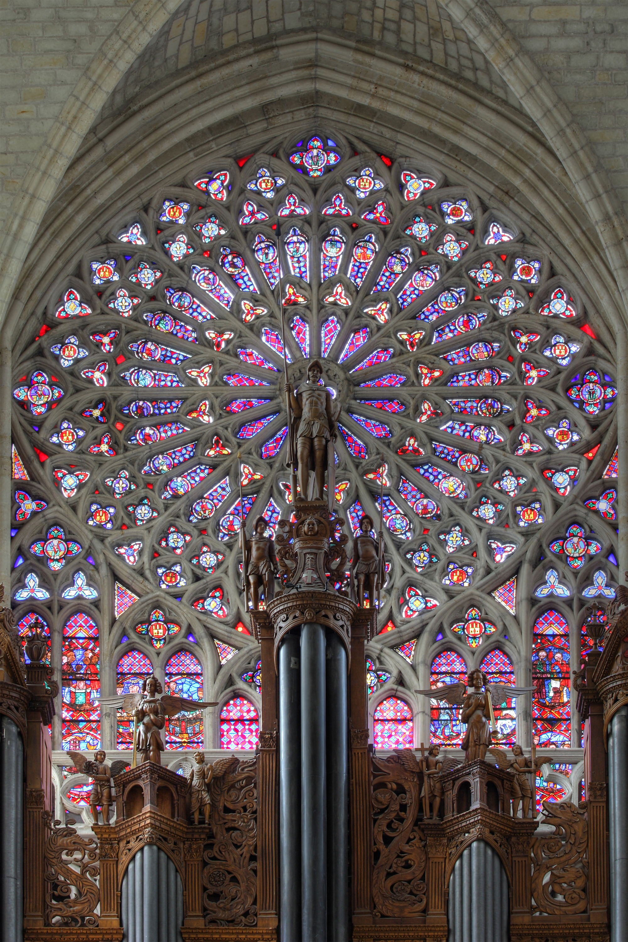 http://upload.wikimedia.org/wikipedia/commons/2/2f/Cath%C3%A9drale_de_Tours_-_rosace_et_orgue.jpg