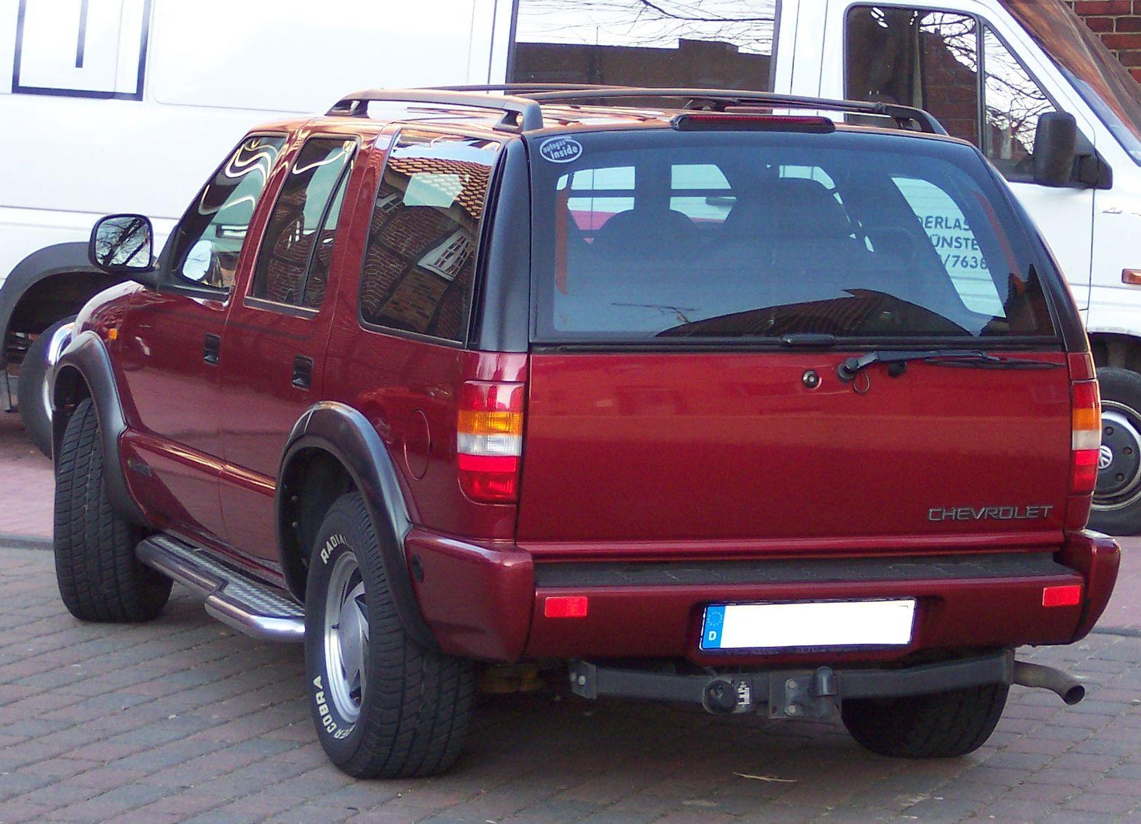 File:Chevrolet Blazer hl red.jpg - Wikimedia Commons