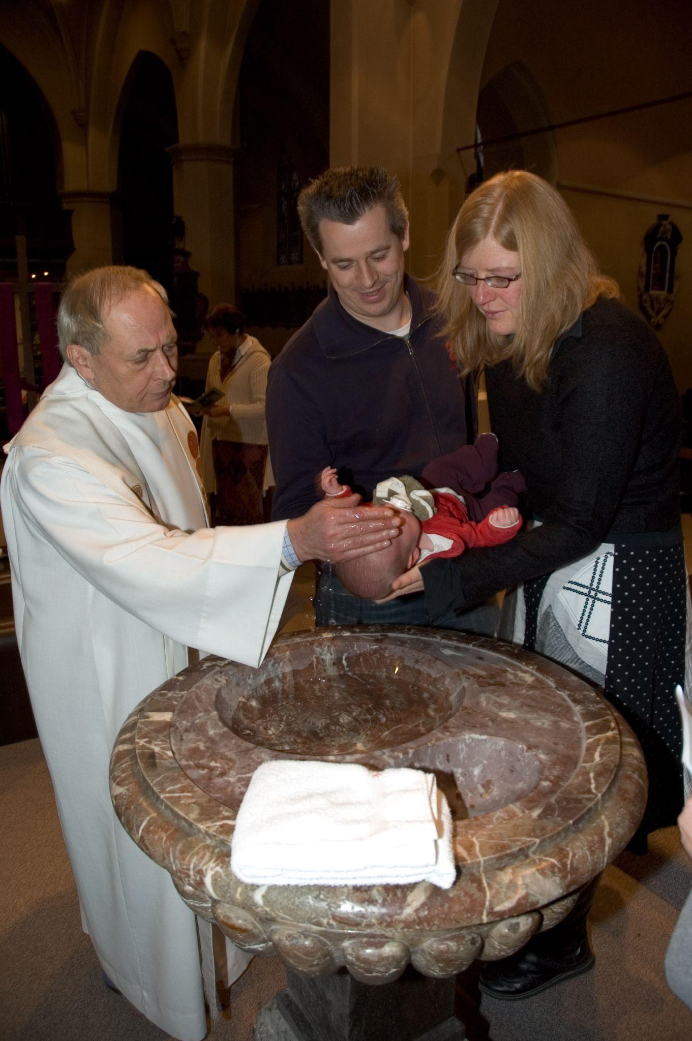 a9c50b6eb5701 Baptême catholique — Wikipédia