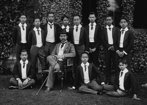 Chulalongkorn and Princes.jpg
