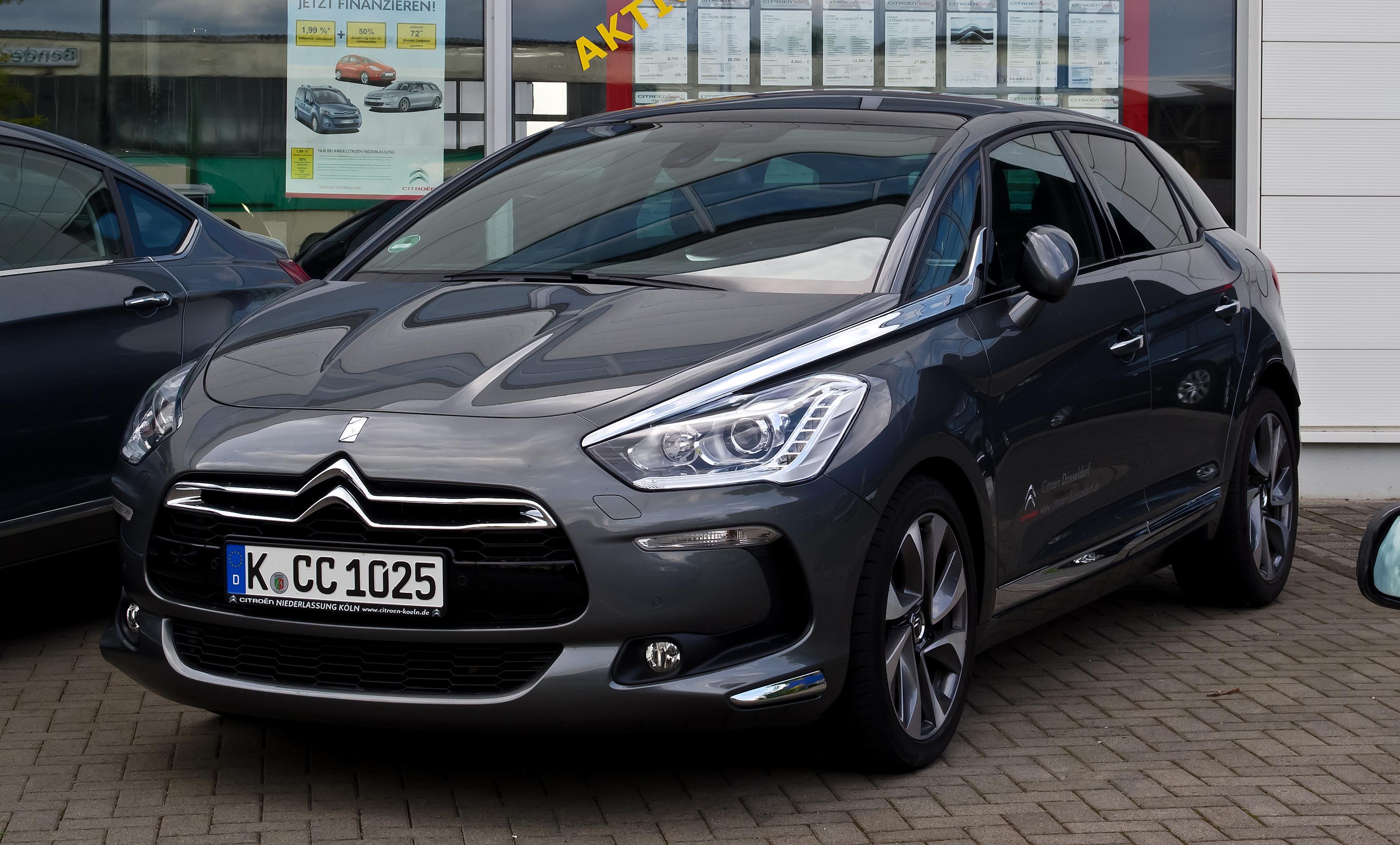 File:Citroën DS5 THP 200 SportChic – Frontansicht, 19  Mai 2012