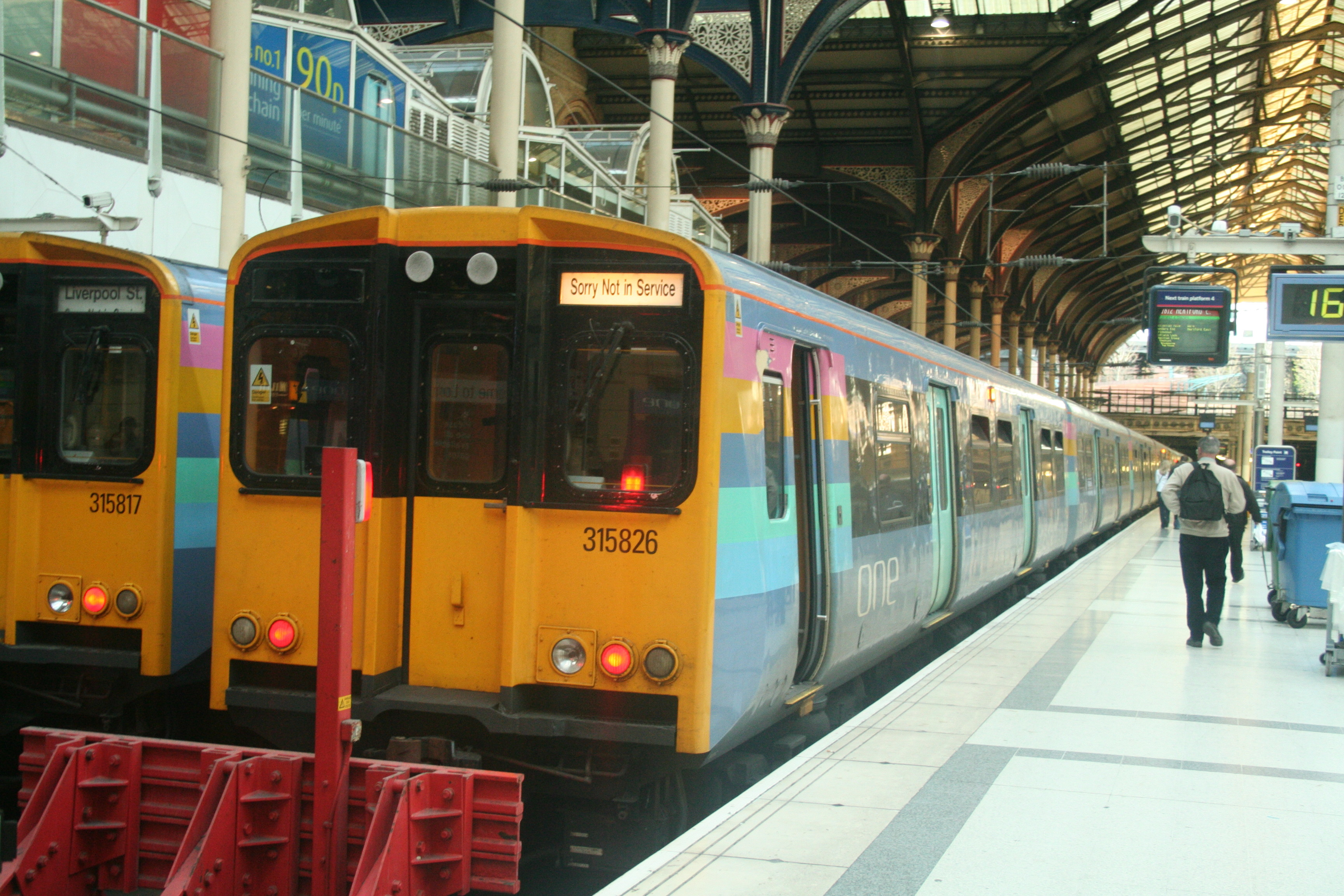 http://upload.wikimedia.org/wikipedia/commons/2/2f/Class_315s_at_London_Liverpool_Street.jpg
