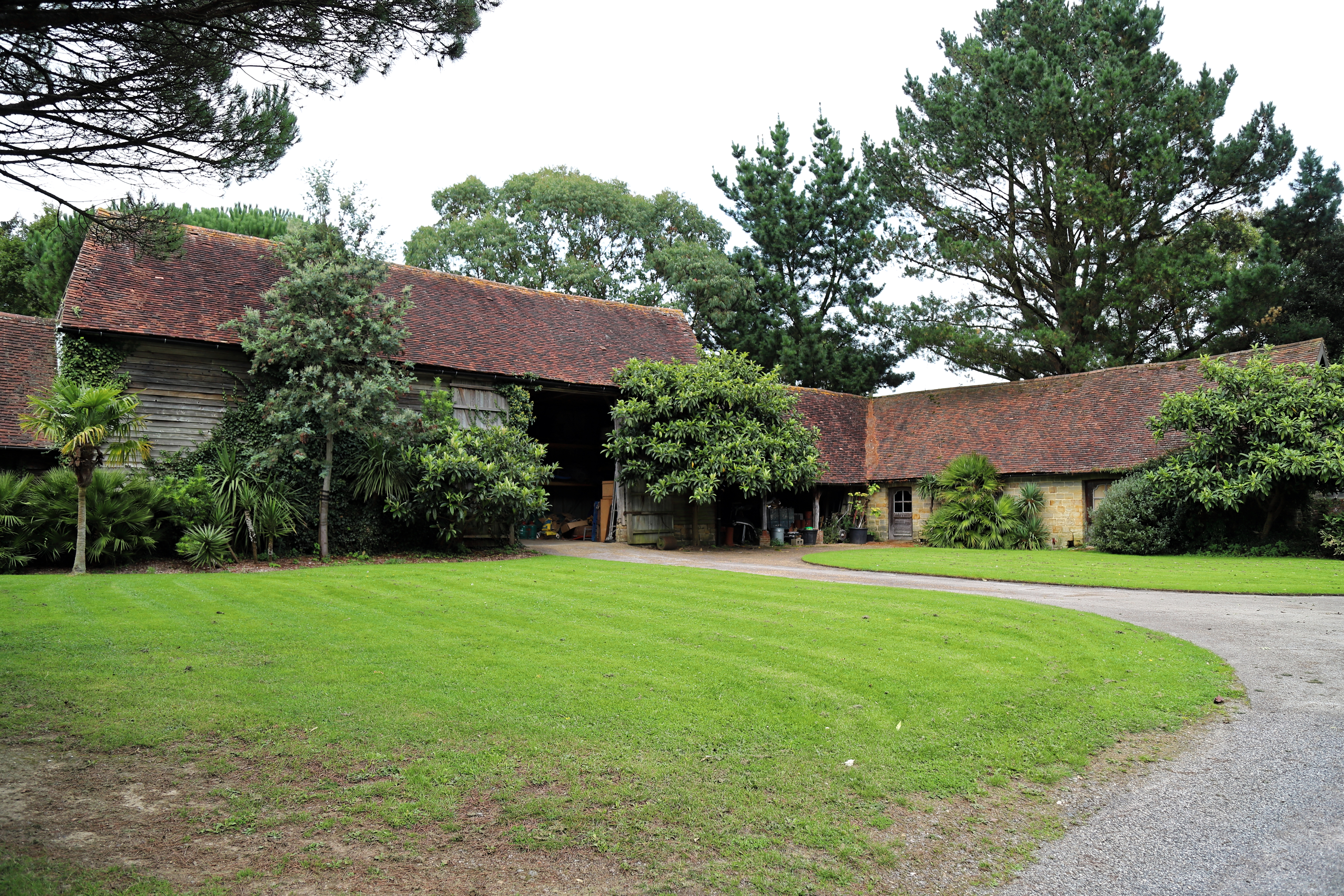 File:Cook's Farm bridleway barn in Nuthurst village, West