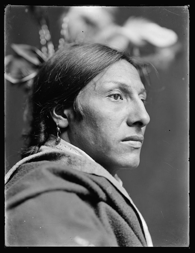 File:Der Sioux Indianer Amos Two Bulls.jpg - Wikimedia Commons