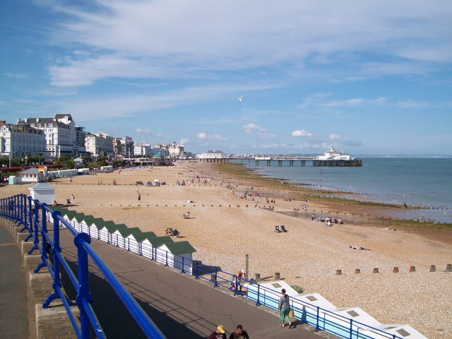 File:Eastbourne beach - geograph.org.uk - 1396094.jpg