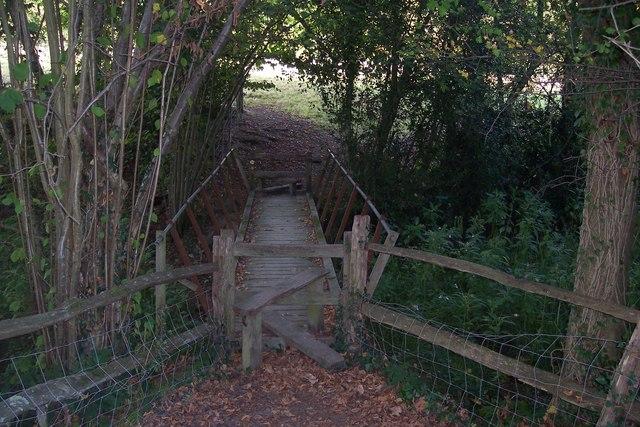 Footbridge in Rectory Park - geograph.org.uk - 1515766