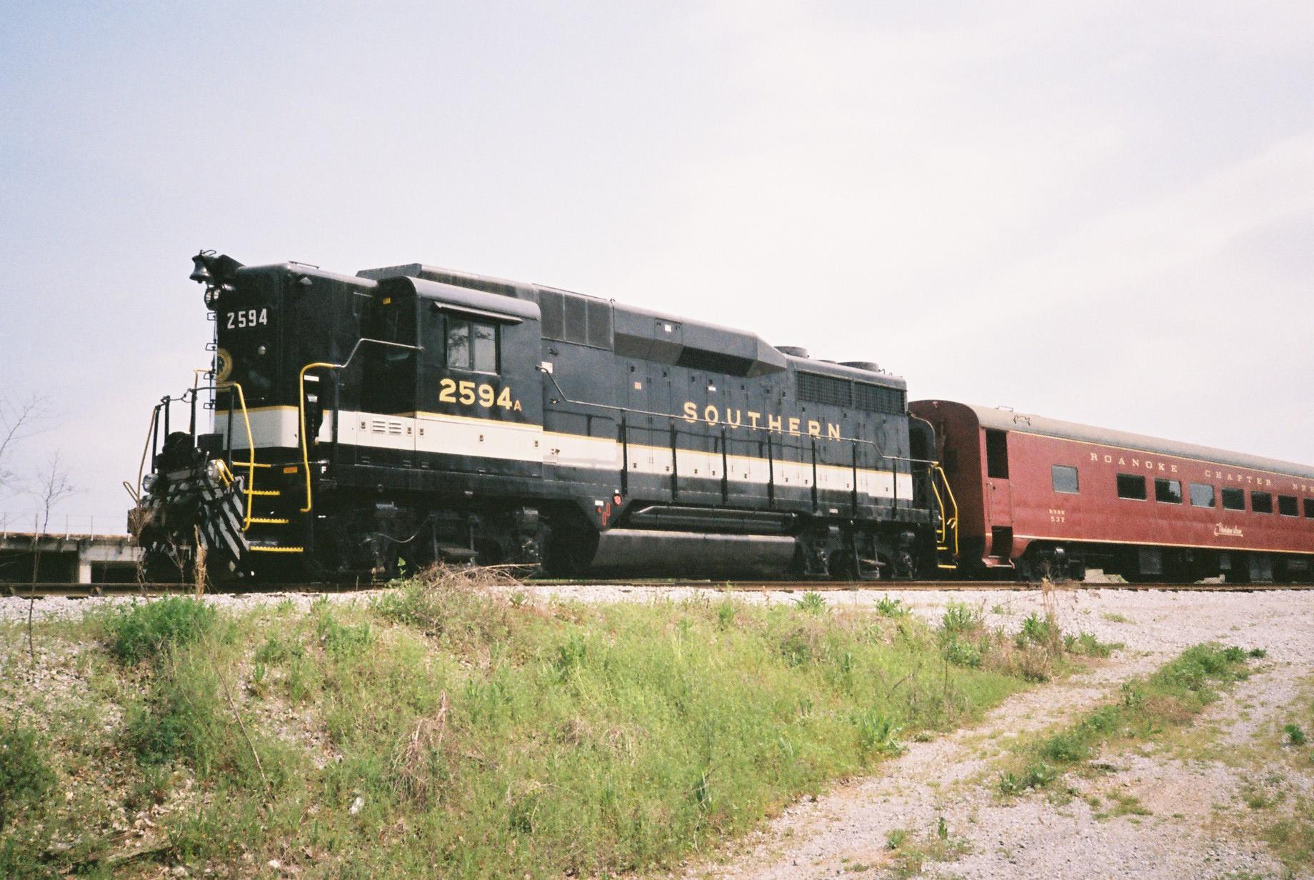 File:GM DE 2594,Tennessee Valley Railroad, April 2013 CNV00058 (10319197236)
