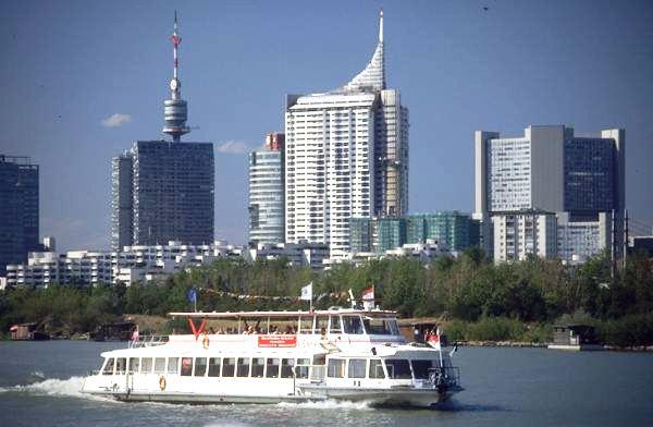 GuentherZ 2001 Schiff in Wien IMG0064.jpg