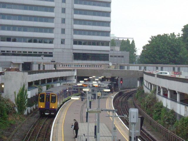 Gunnersbury station - geograph.org.uk - 822952