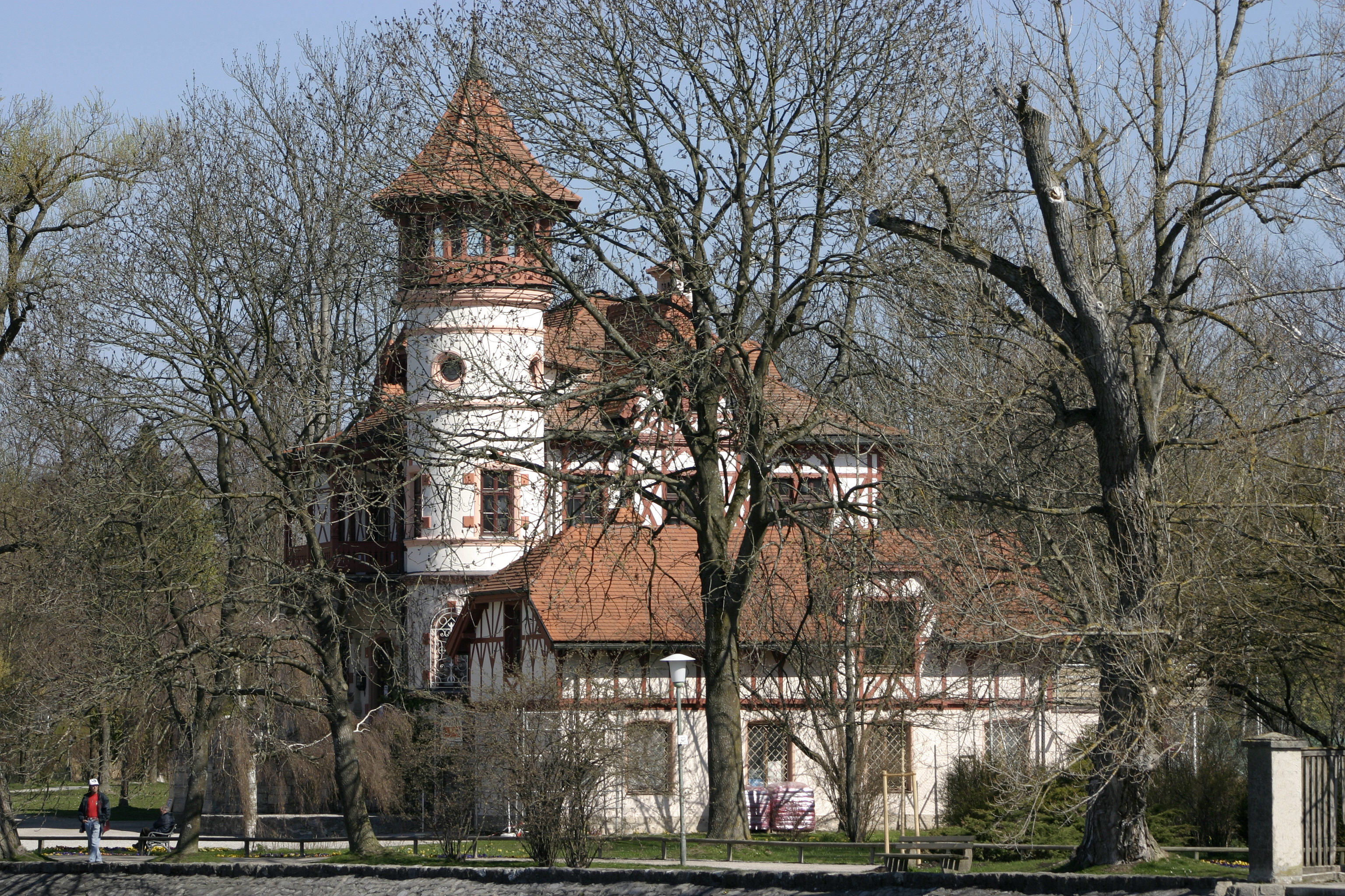 File herrsching little castle wikimedia commons for Build your own castle home