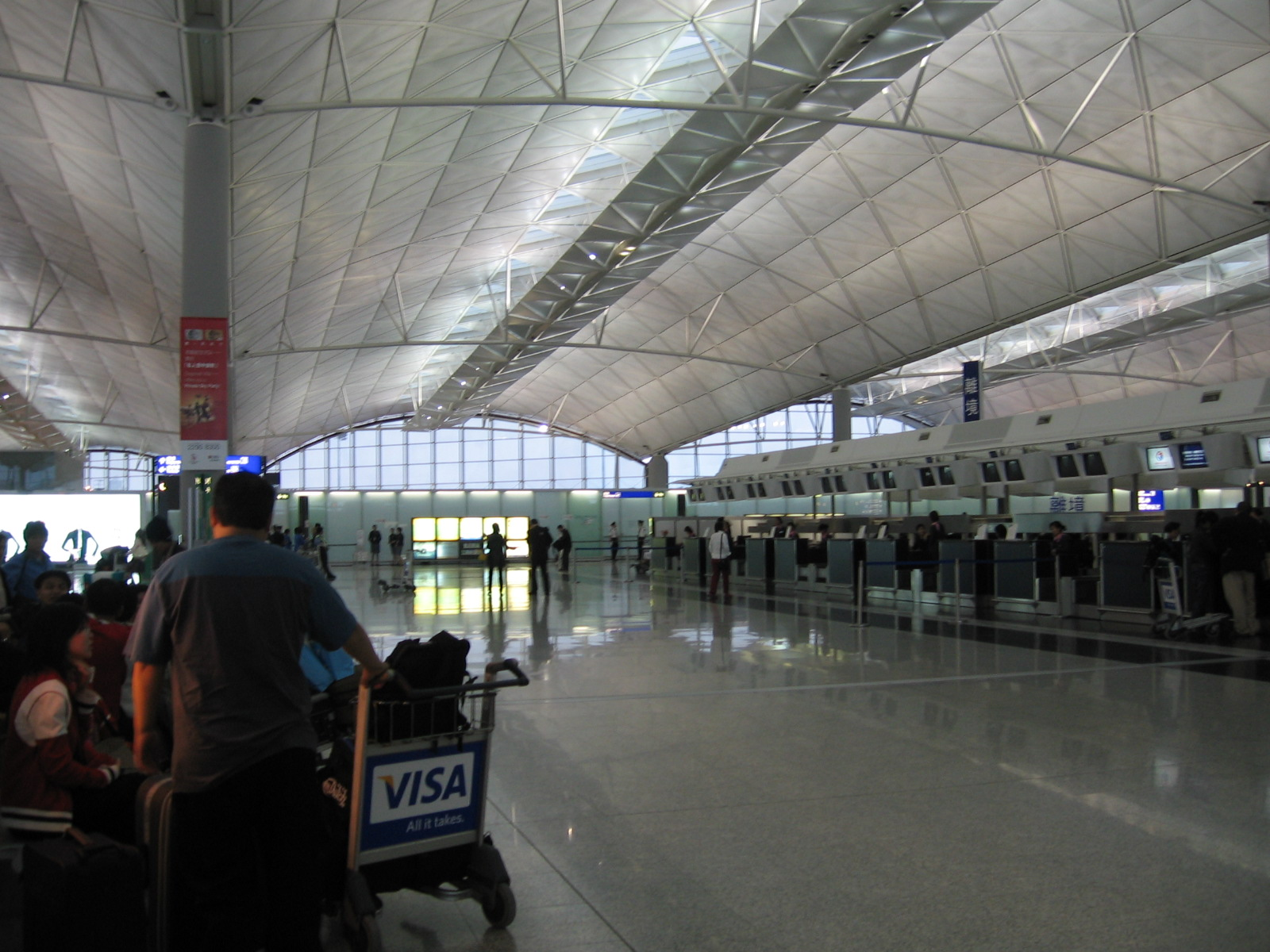 Tập tin:Hong Kong International Airport, Departure Hall 2, Mar 06.JPG