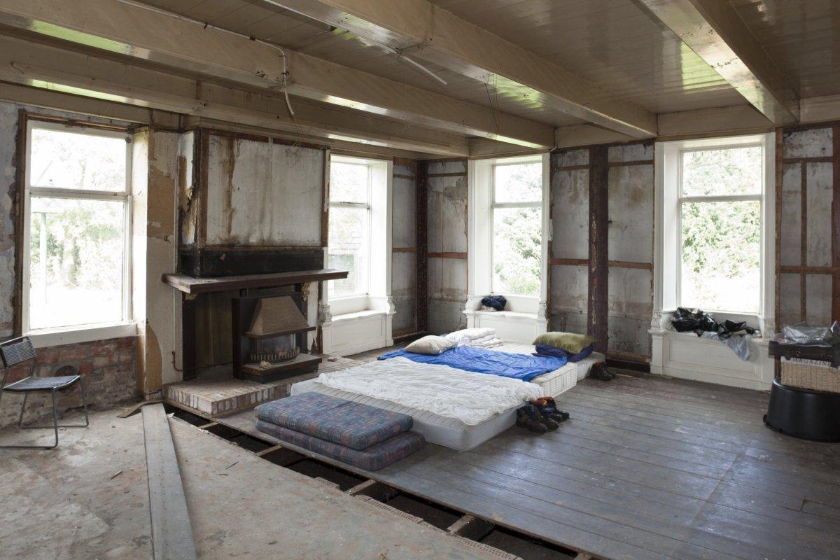 File interieur overzicht woonkamer enkele ramen met for Interieur kleur
