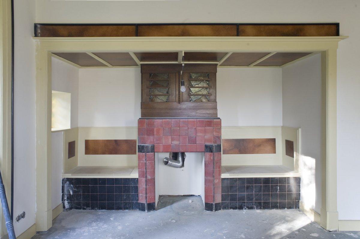 File interieur woonkamer met betegelde schouw met een for Bouwen en interieur