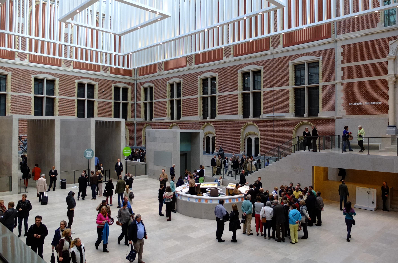 https://upload.wikimedia.org/wikipedia/commons/2/2f/Interieur_Rijksmuseum_DSCF9648.JPG