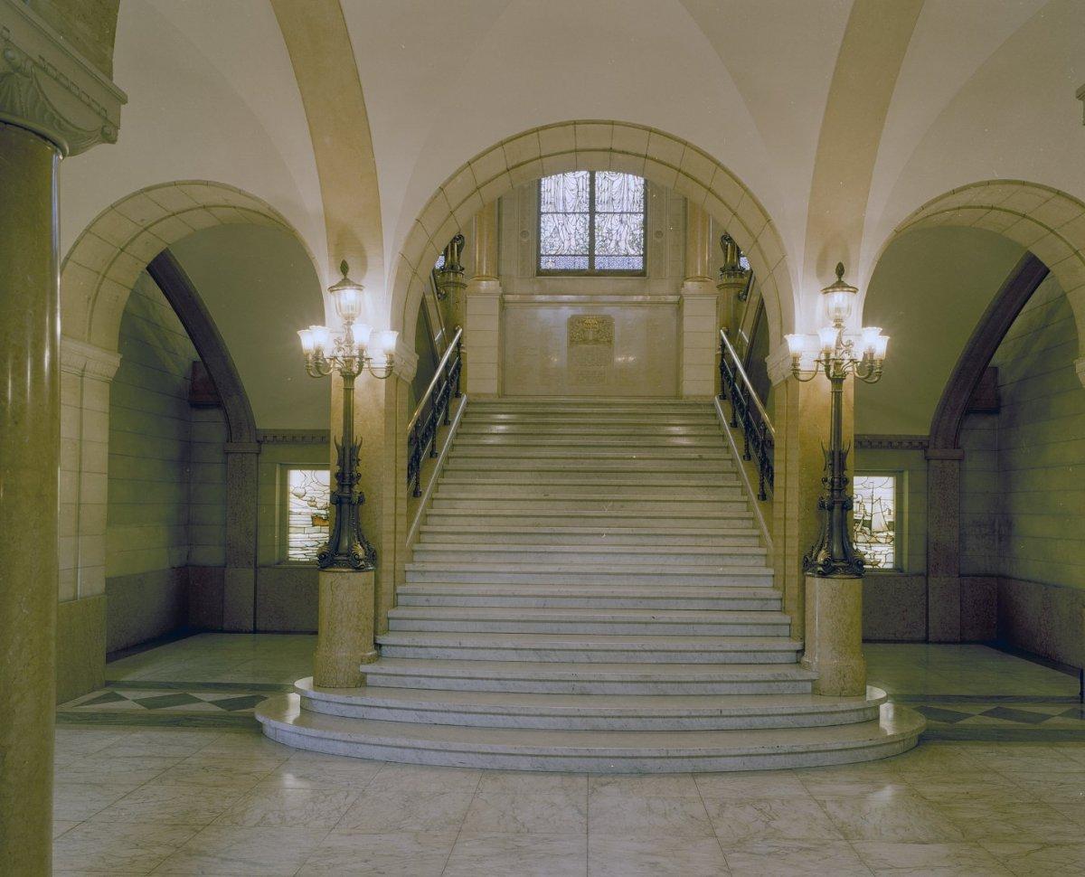 File interieur centrale hal hoofdtrappenhuis rotterdam for Hartman interieur rotterdam