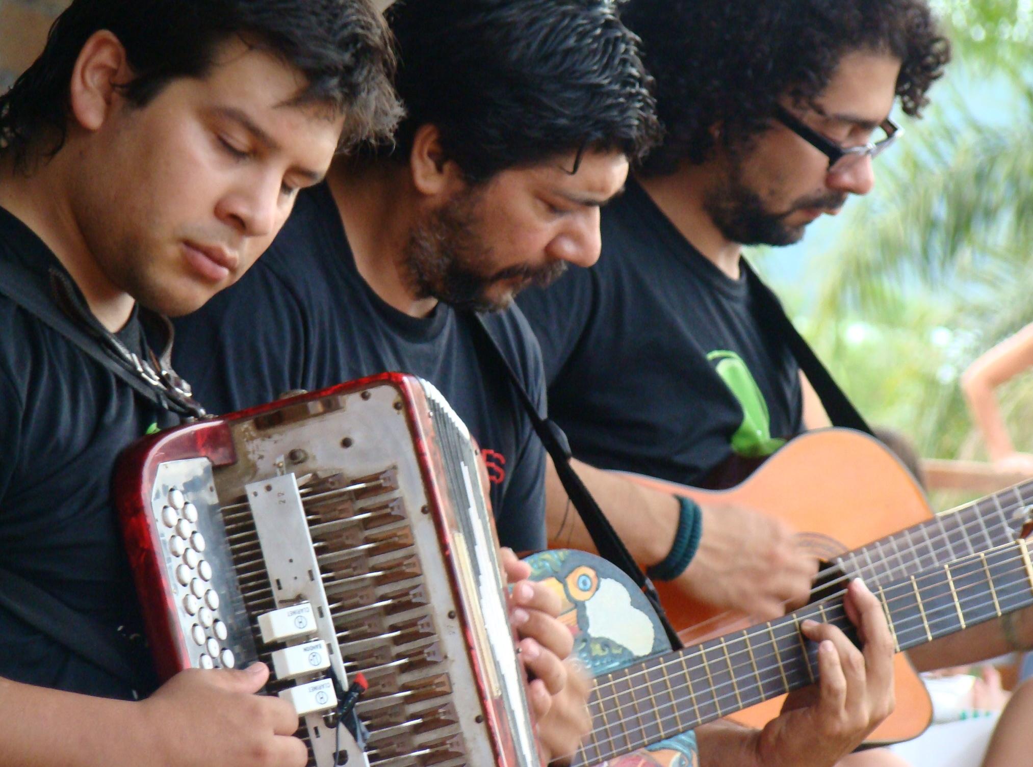 Joselo de Misiones (centro) durante un concierto