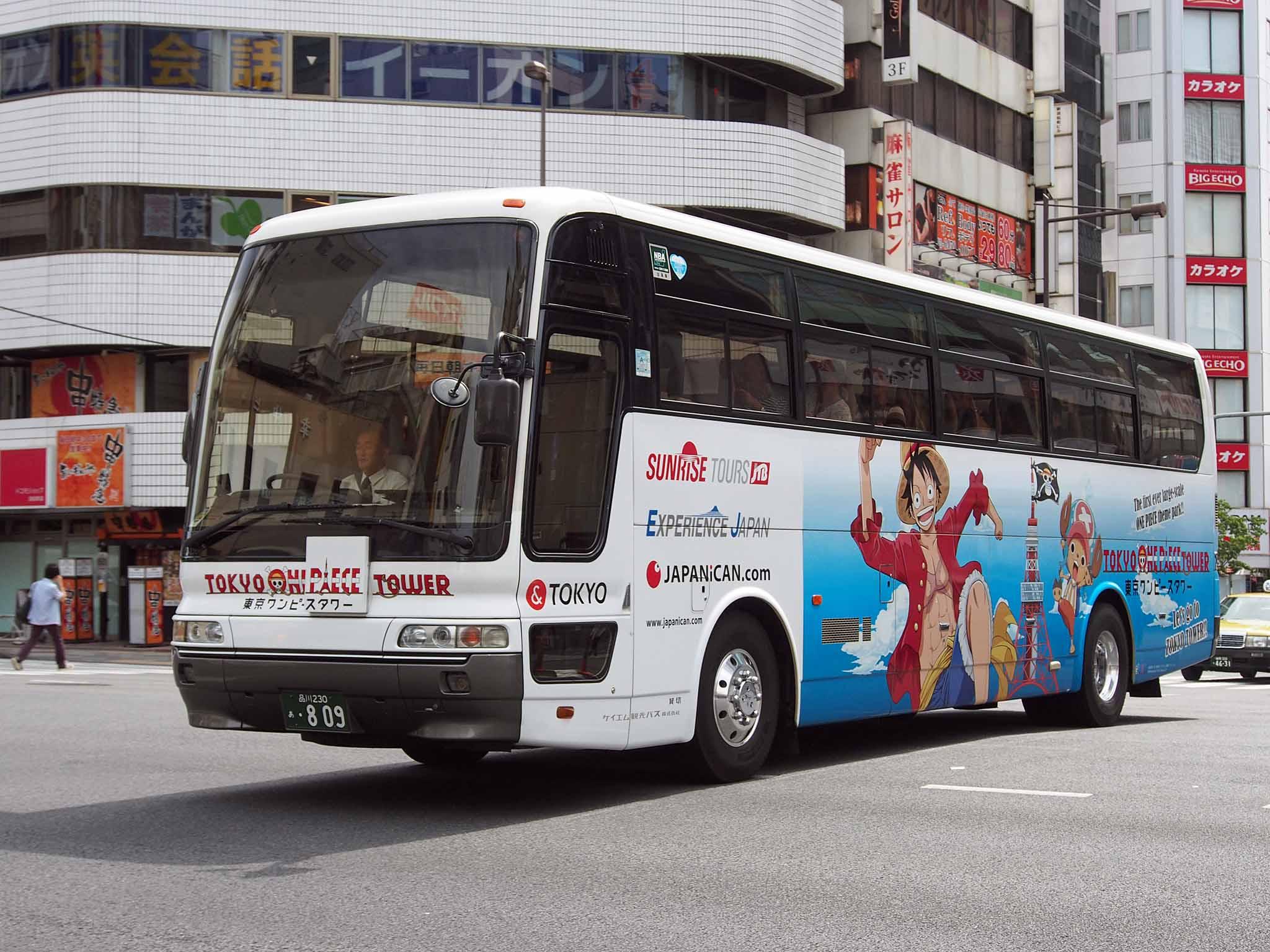 File:KM Kanko Bus 809 Tokyo One Piece Tower Advertise Aero Queen 1