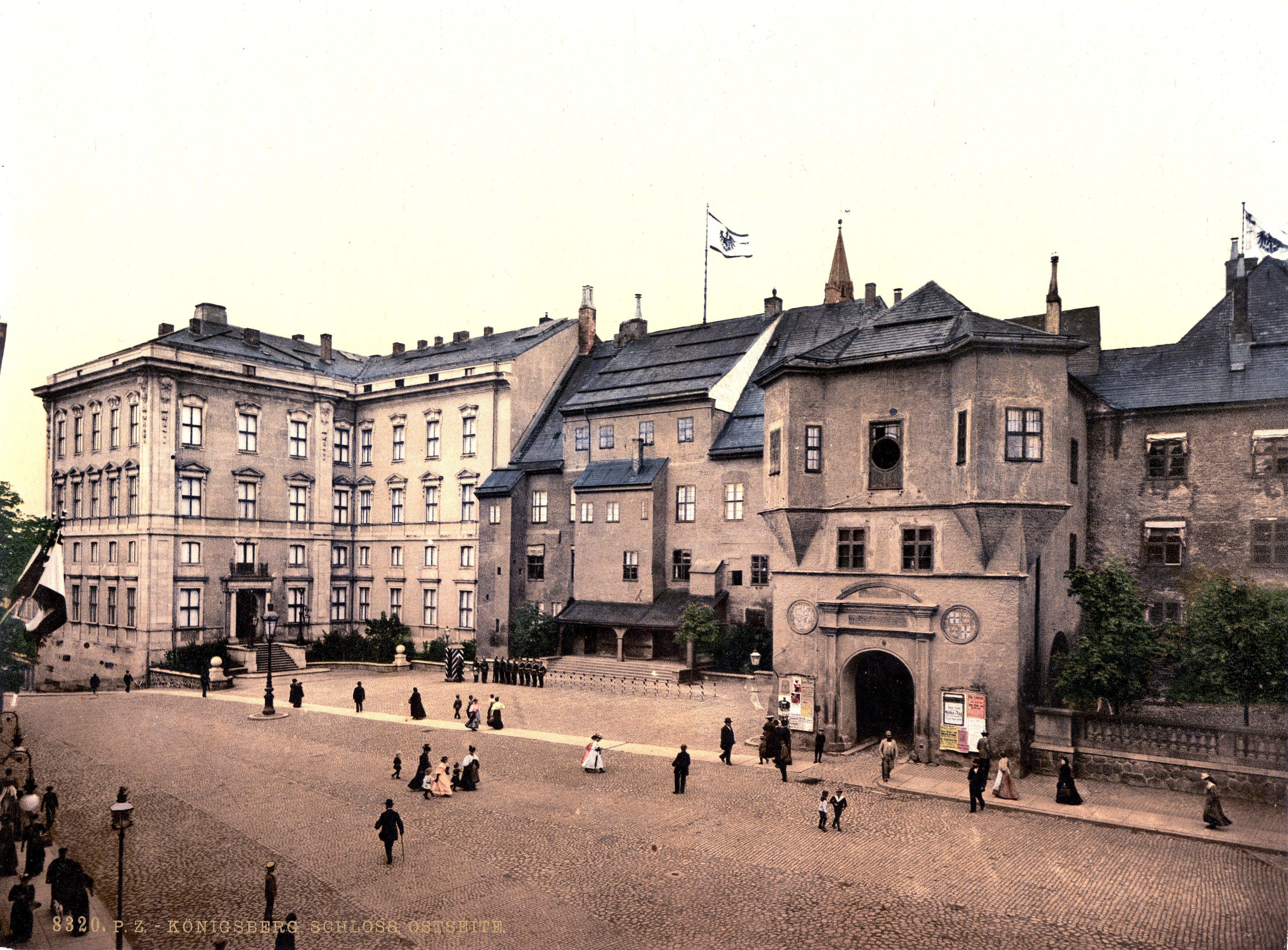Koenigsberg_Schloss_Ostseite_1900.jpg