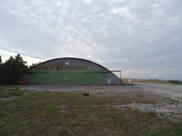 Hangar d'aviation. Centre de vol à voile de la Montagne Noire