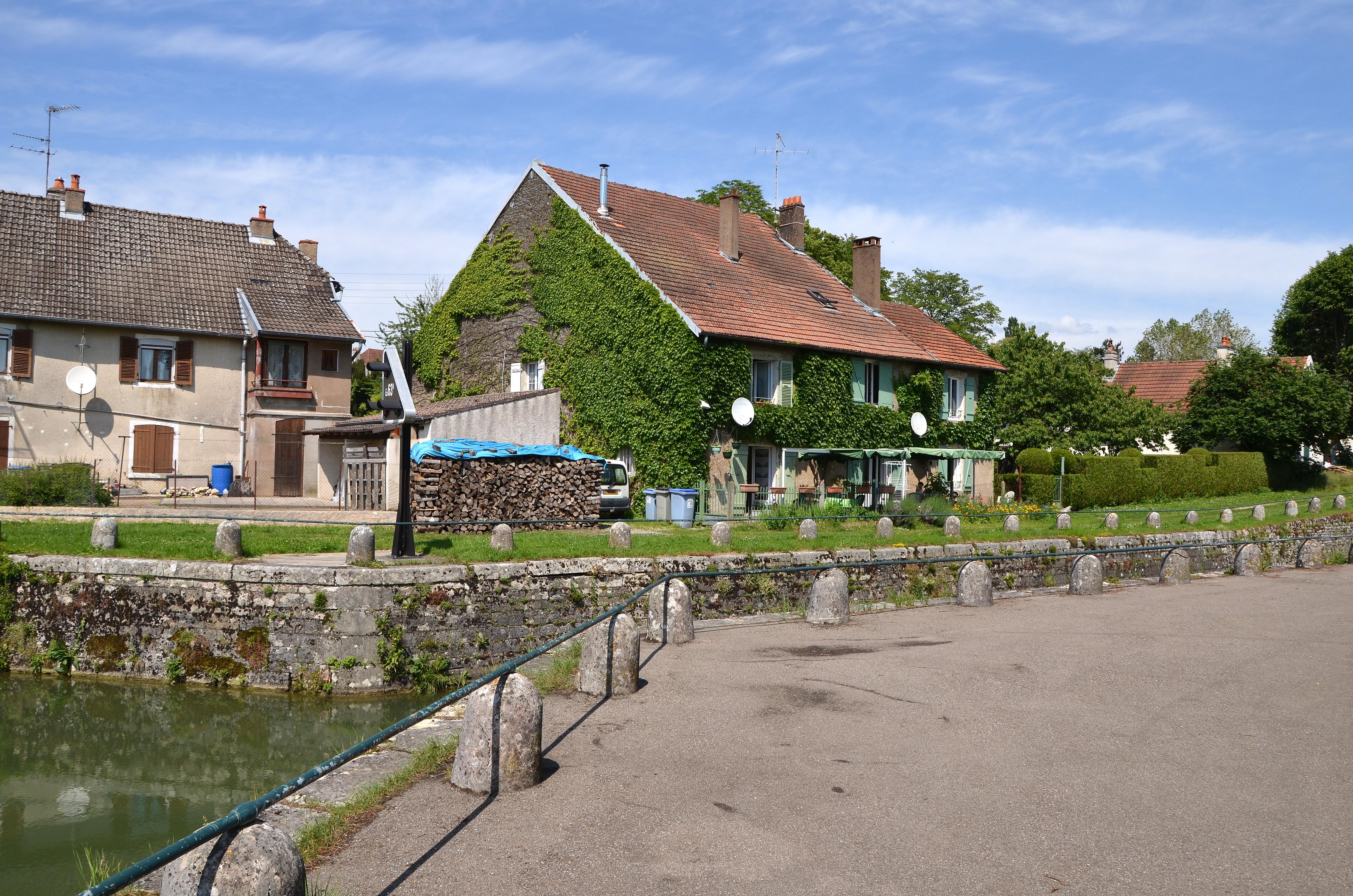 Canal du Rhône au Rhin à Orchamps