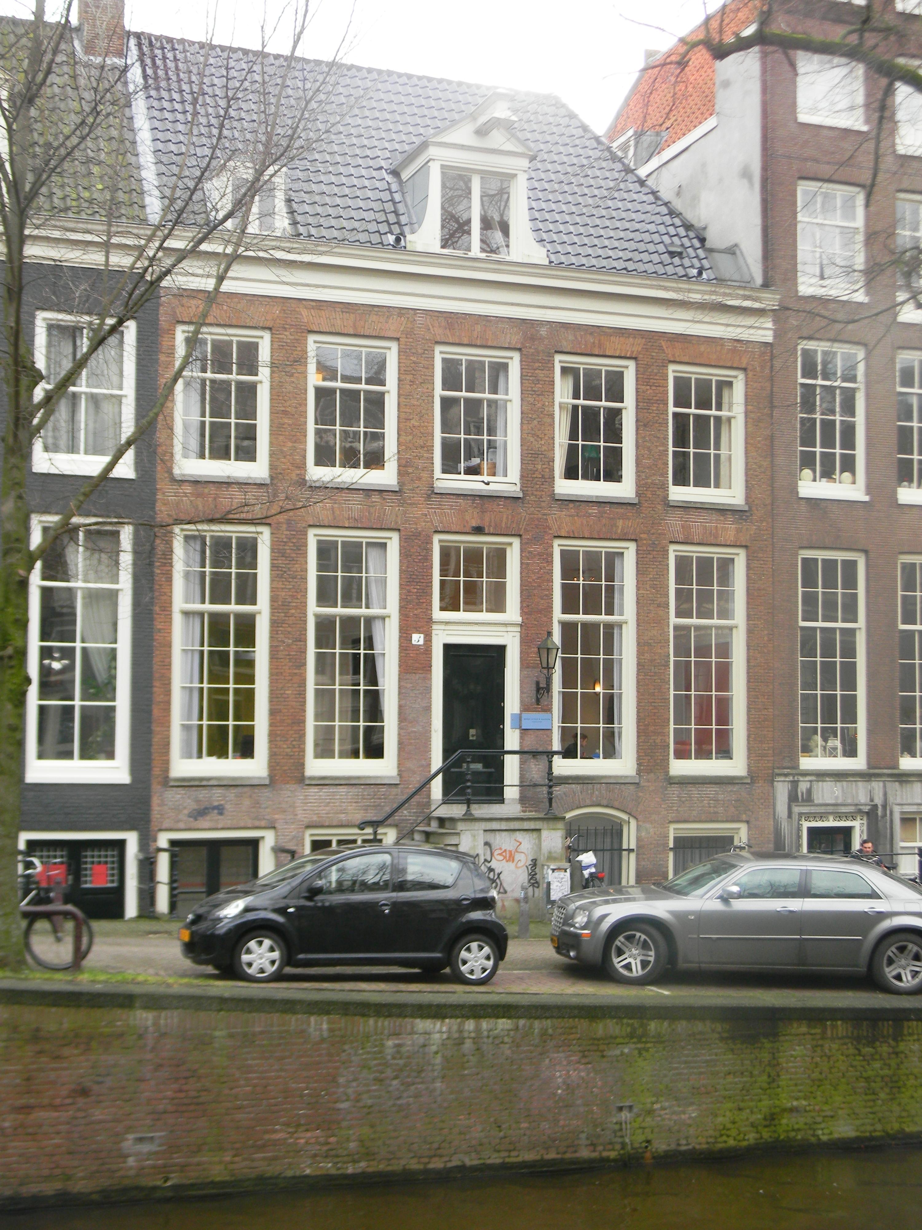 Dubbel huis met gave gevel onder rechte lijst in amsterdam for Lijst inrichting huis