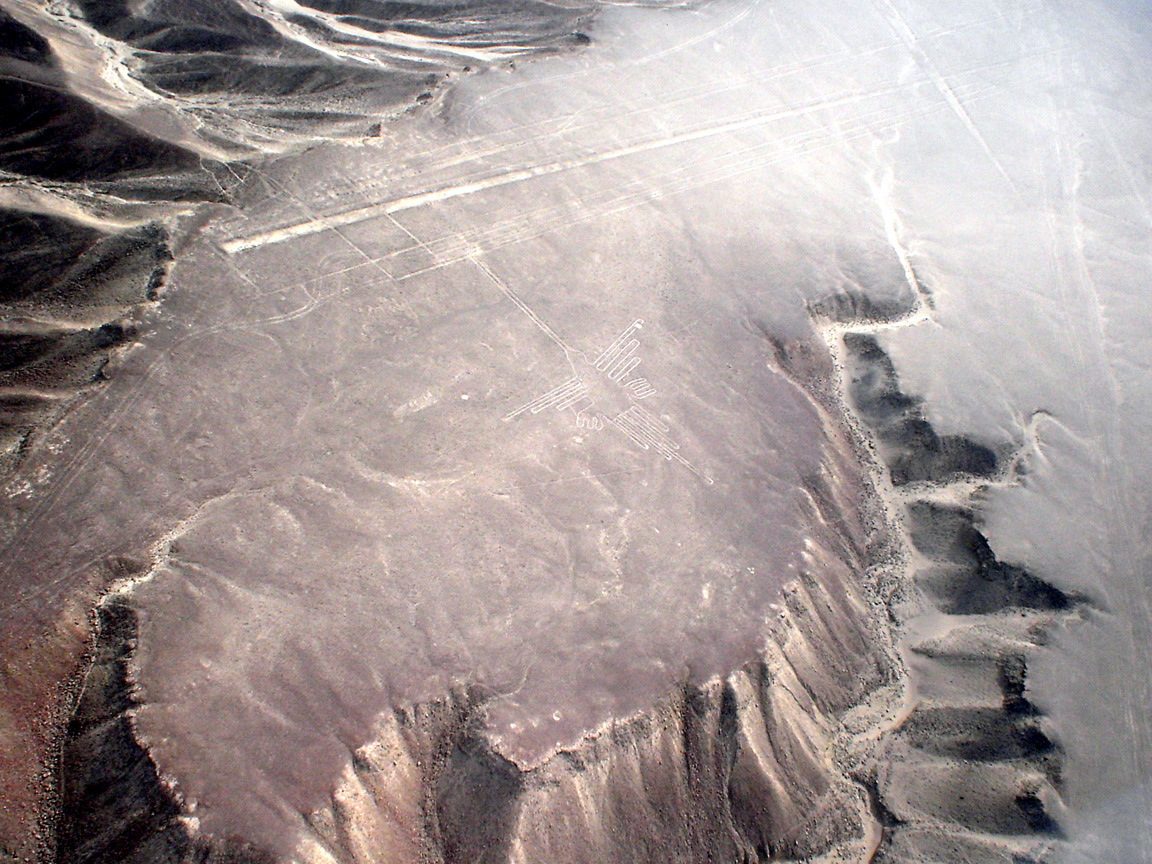 http://upload.wikimedia.org/wikipedia/commons/2/2f/Lignes_de_Nazca_D%C3%A9cembre_2006_-_Colibri_1.jpg