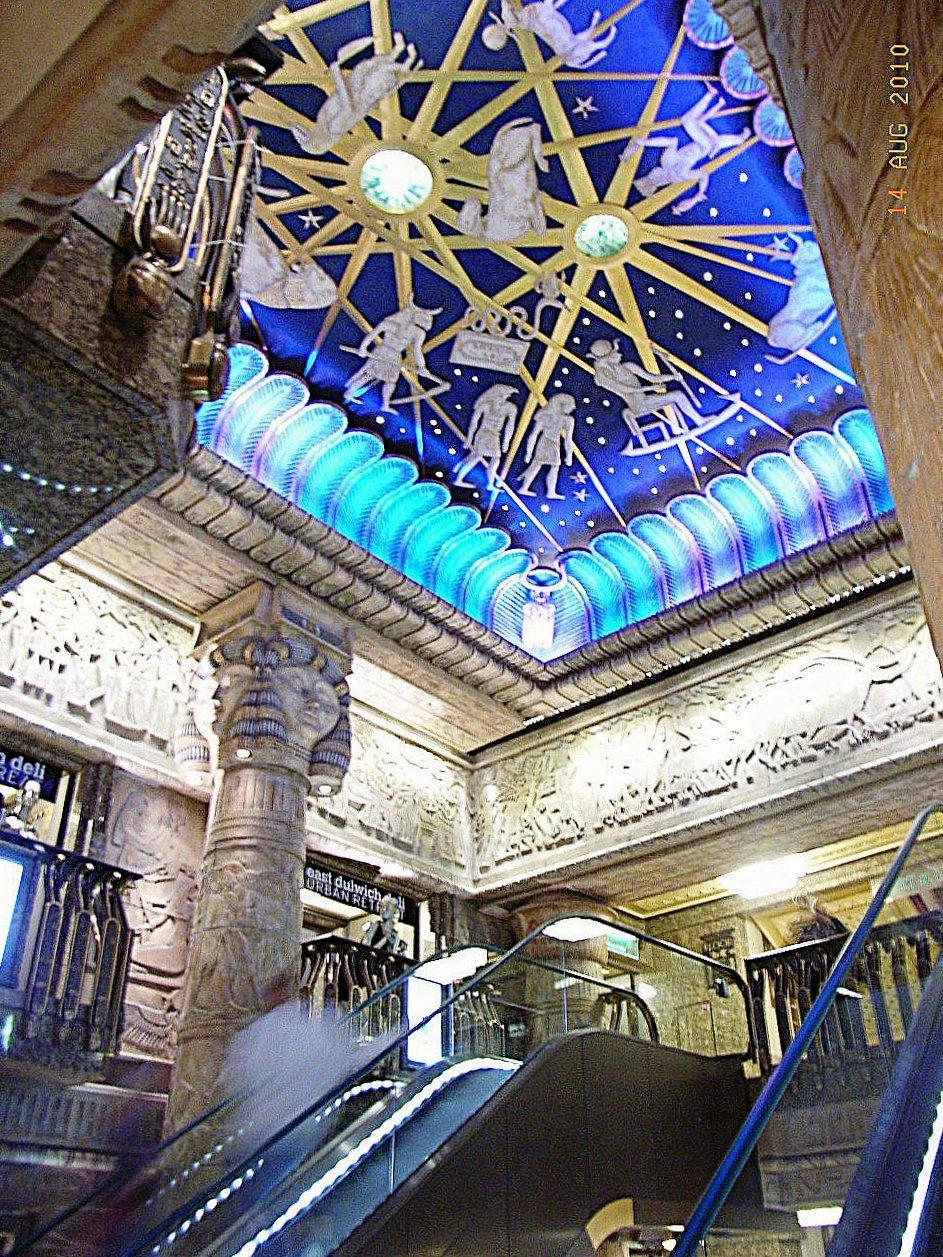 File:London Harrods Interieur Kuppel 201008.jpg - Wikimedia Commons