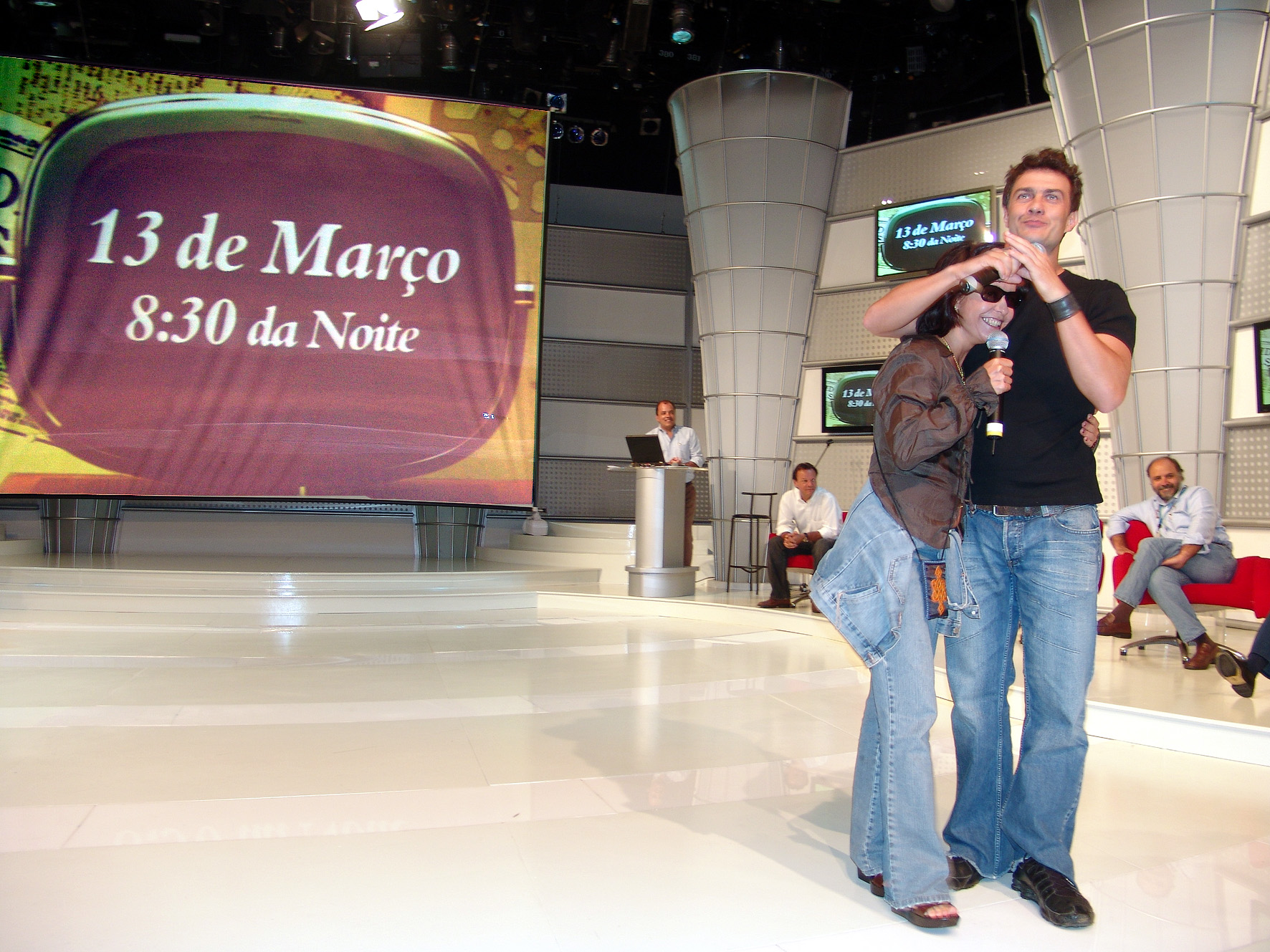 http://upload.wikimedia.org/wikipedia/commons/2/2f/Lucelia_Santos_e_Gabriel_Braga_Nunes.jpg
