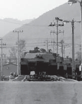 http://upload.wikimedia.org/wikipedia/commons/2/2f/MI_Abrams_tanks_carried_on_railway_flatcars.jpg
