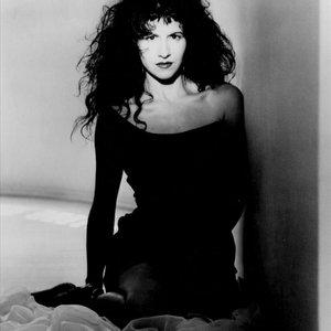 Maria Vidal American singer