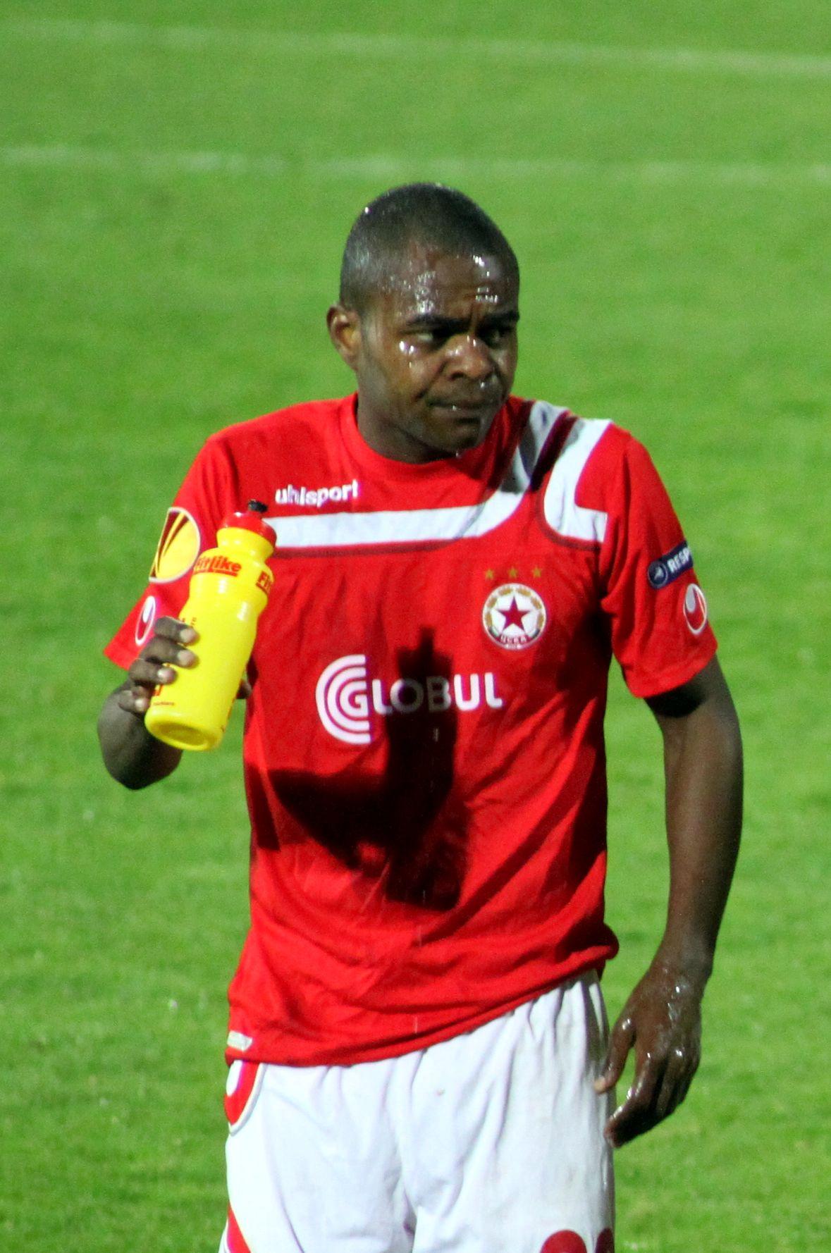 Marquinhos footballer born April 1982