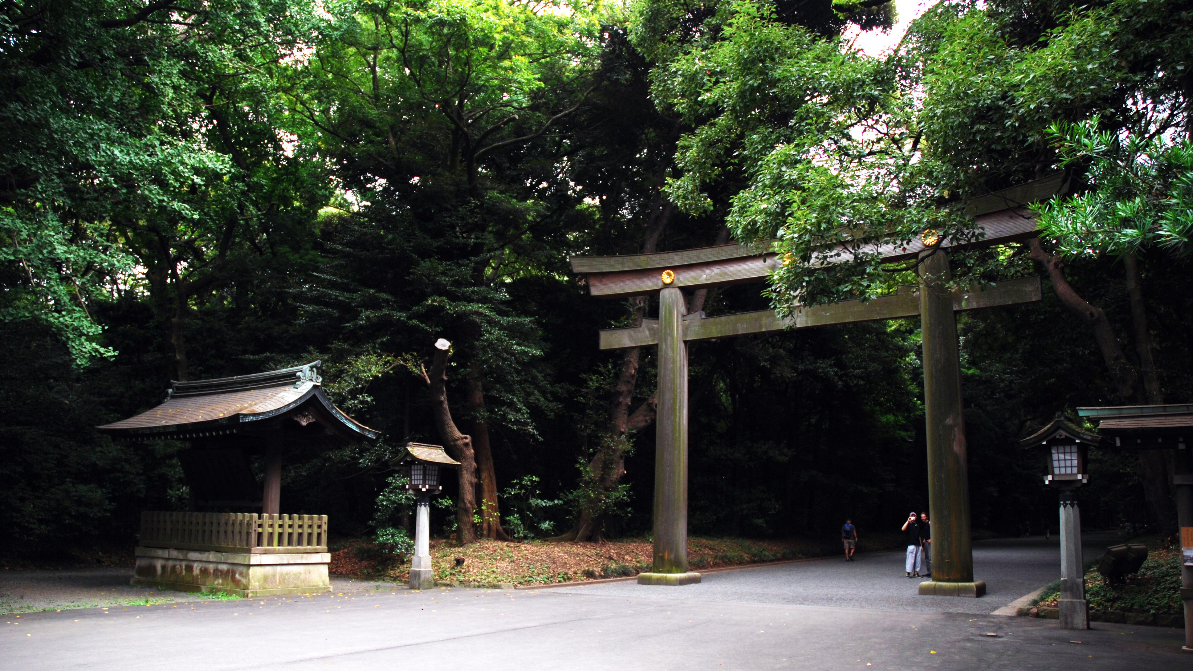 File:Meiji shrine entrance tori.jpg